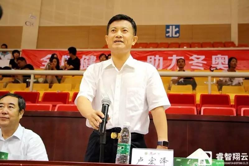 北京市体育局副巡视员卢宏泽宣布比赛开幕.jpg