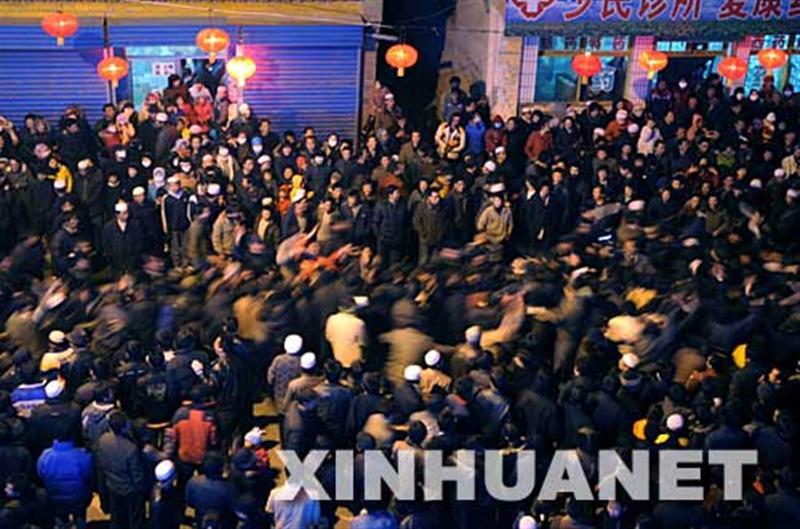 Tug of war by ten thousand people in Gansu province's Lintan County Fig.